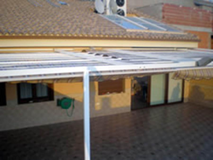 Toldos para terrazas cartagena lonas y toldos balastegui for Perfiles de aluminio para toldos de palilleria