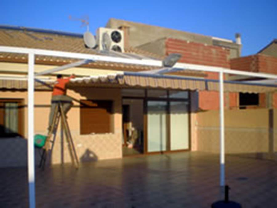 Toldos para terrazas cartagena lonas y toldos balastegui for Toldo lateral para terraza